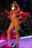 th_27754_Doutzen_Kroes-Victorias_Secret_Fashion_Show_2005-11-09-2005-Ripped_by_kroqjock-HQ2_122_1093lo.jpg
