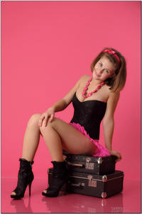 http://img147.imagevenue.com/loc139/th_254812395_tduid300163_sandrinya_model_pinkmini_teenmodeling_tv_040_122_139lo.jpg