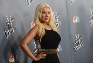 [Fotos+Videos] Christina Aguilera en la Premier de la 4ta Temporada de The Voice 2013 - Página 4 Th_985721935_Christina_Aguilera_04_122_175lo