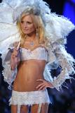 Yfke Sturm Victoria's Secret Fashion Show 2005 Foto 35 (Ифке Штурм Victoria's Secret Fashion Show 2005 Фото 35)