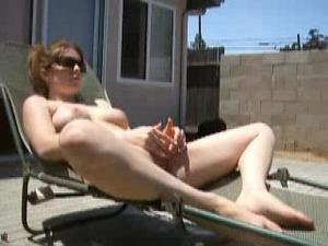 [Image: th_560732629_BackyardSunbathing.mp4_snap...23_4lo.jpg]
