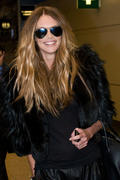 Elle MacPherson on her way to film Britains next top model in Glasgow 19-01-2011