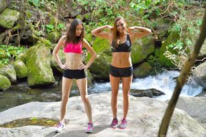 http://img147.imagevenue.com/loc439/th_557991529_Mary_and_Aubrey_Hawaii_II_Hiking_Lao_Valley_27_123_439lo.jpg