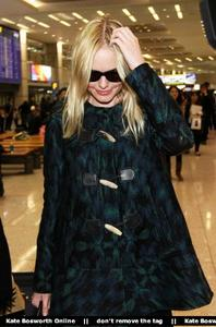 Nov 21, 2010 - Kate Bosworth - At Incheon Airport in Seoul Th_78929_tduid1721_Forum.anhmjn.com_20101130075736015_122_473lo