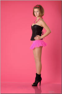 http://img147.imagevenue.com/loc486/th_254413357_tduid300163_sandrinya_model_pinkmini_teenmodeling_tv_010_122_486lo.jpg