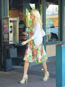 Холли Мэдисон, фото 1944. Holly Madison Starbucks in LA Market FEB-1-2012, foto 1944
