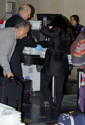 [IMG]http://img147.imagevenue.com/loc7/th_38876_Kim_Kardashian_574_122_7lo.jpg[/IMG]