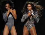 Apparitions 2008-2009 - Page 4 Th_98308_beyonce_Celebutopia_net_360_122_787lo