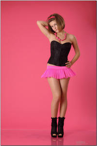 http://img147.imagevenue.com/loc8/th_254494334_tduid300163_sandrinya_model_pinkmini_teenmodeling_tv_017_122_8lo.jpg