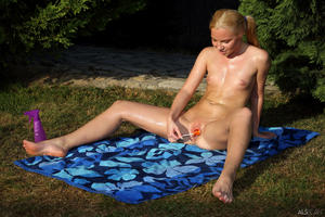 http://img147.imagevenue.com/loc80/th_713565434_tduid300163_ALS_Sweetener_Angie_Koks__Cayenne_medium_0160_123_80lo.jpg