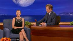 Kristen Bell  -  Conan,  August 29, 2012 - 810p  mp4  caps