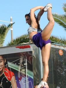 http://img147.imagevenue.com/loc203/th_810200316_candid_cheerleaders_view_set37_019_122_203lo.jpg